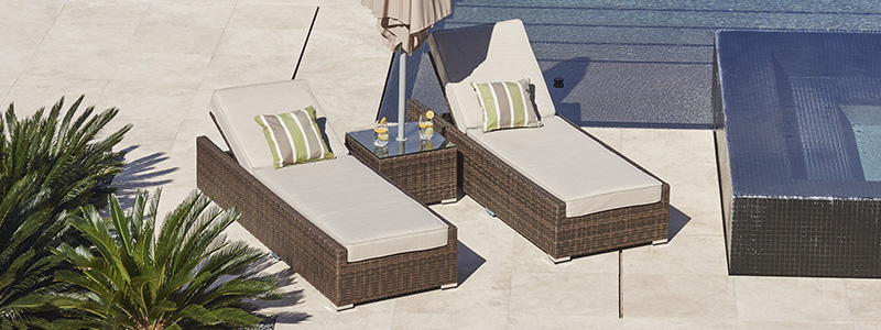 outdoor wicker lounger